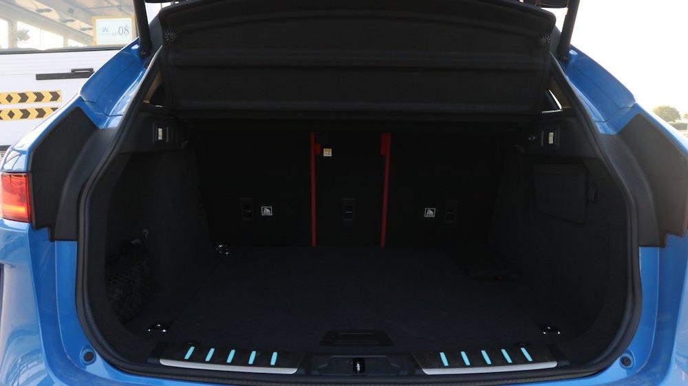 Jaguar F Pace SVR