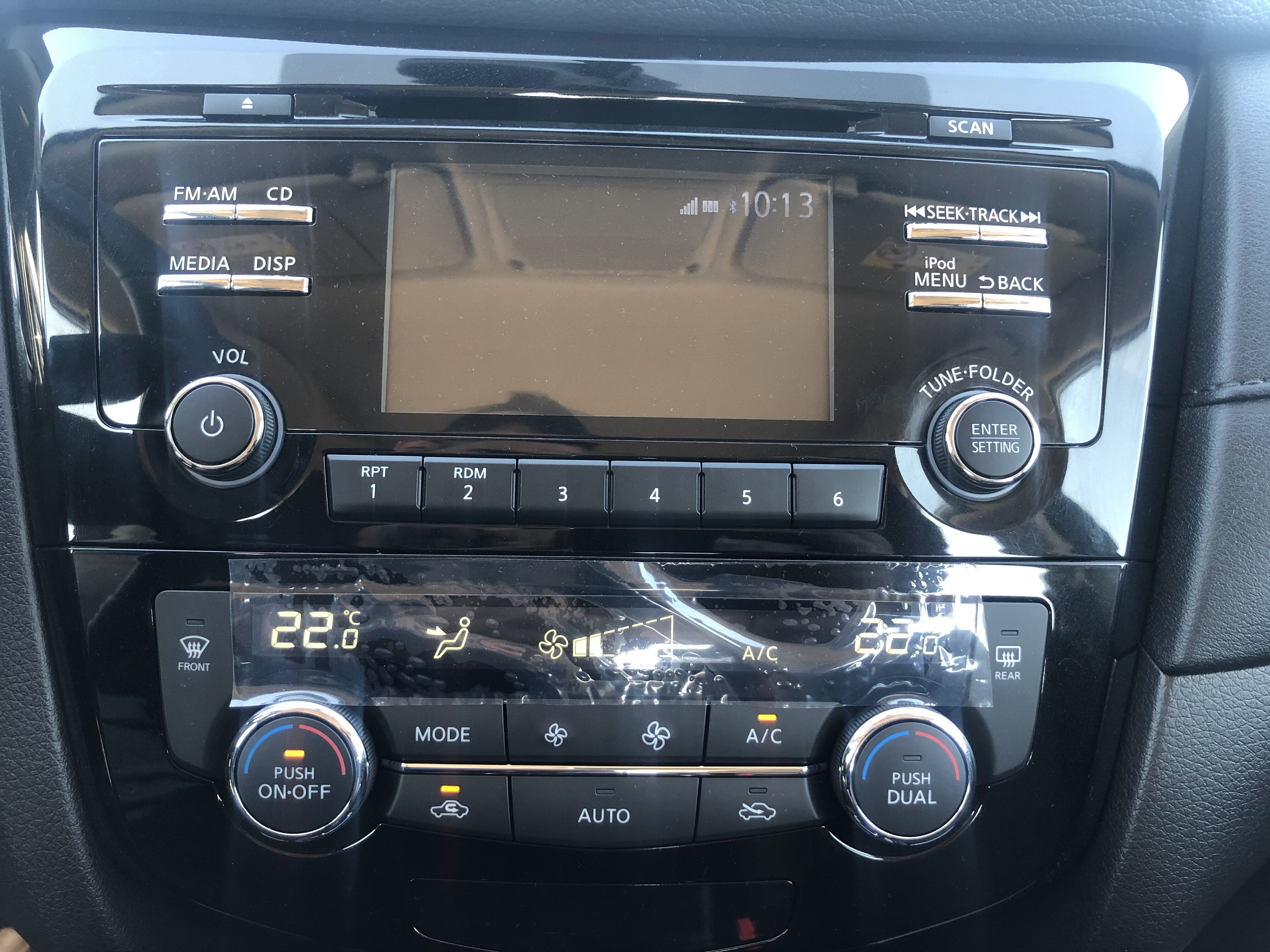radio and controls of Nissan X-TREMER 2020