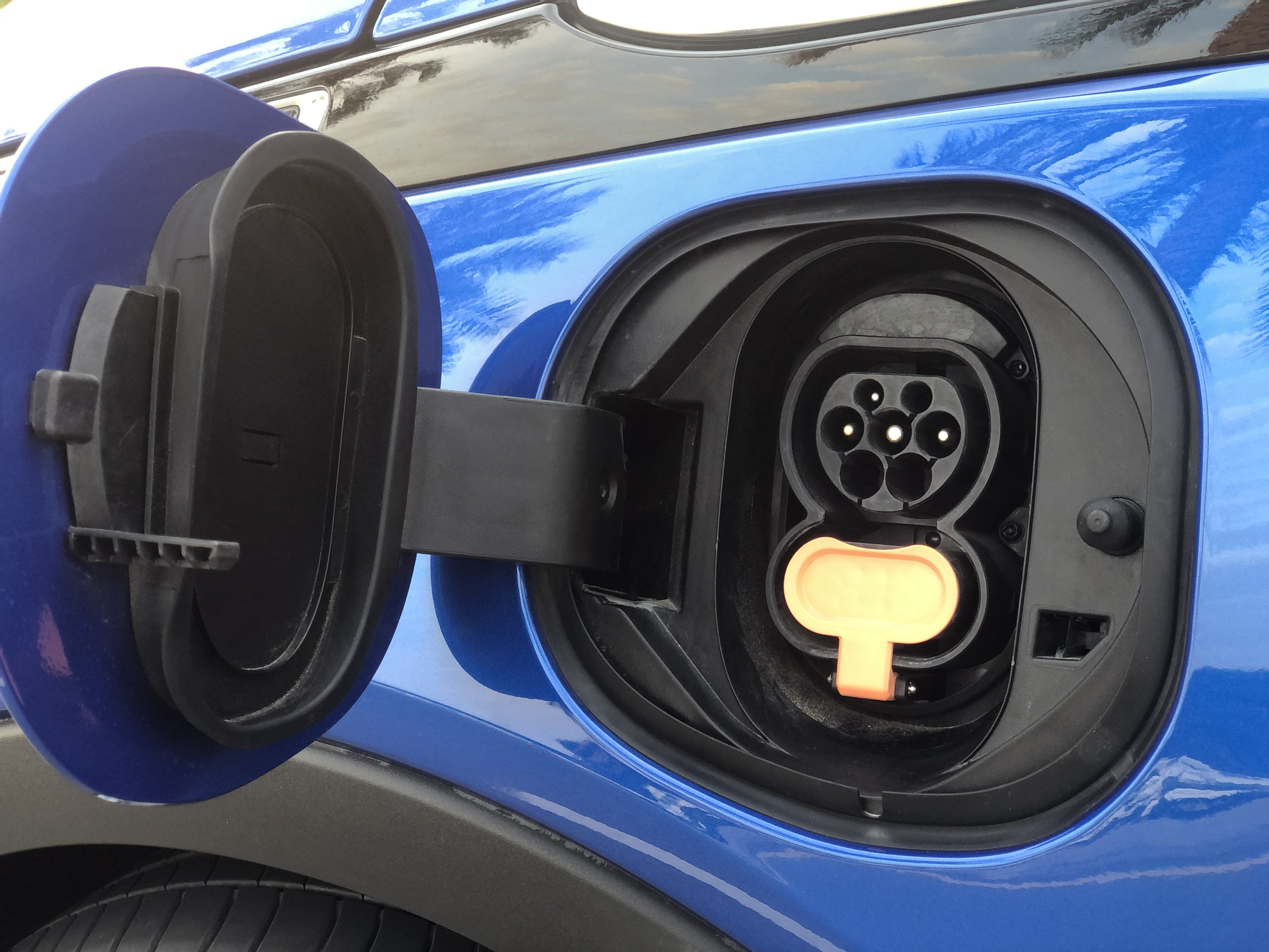 2019 CHEVROLET BOLT EV Charging port