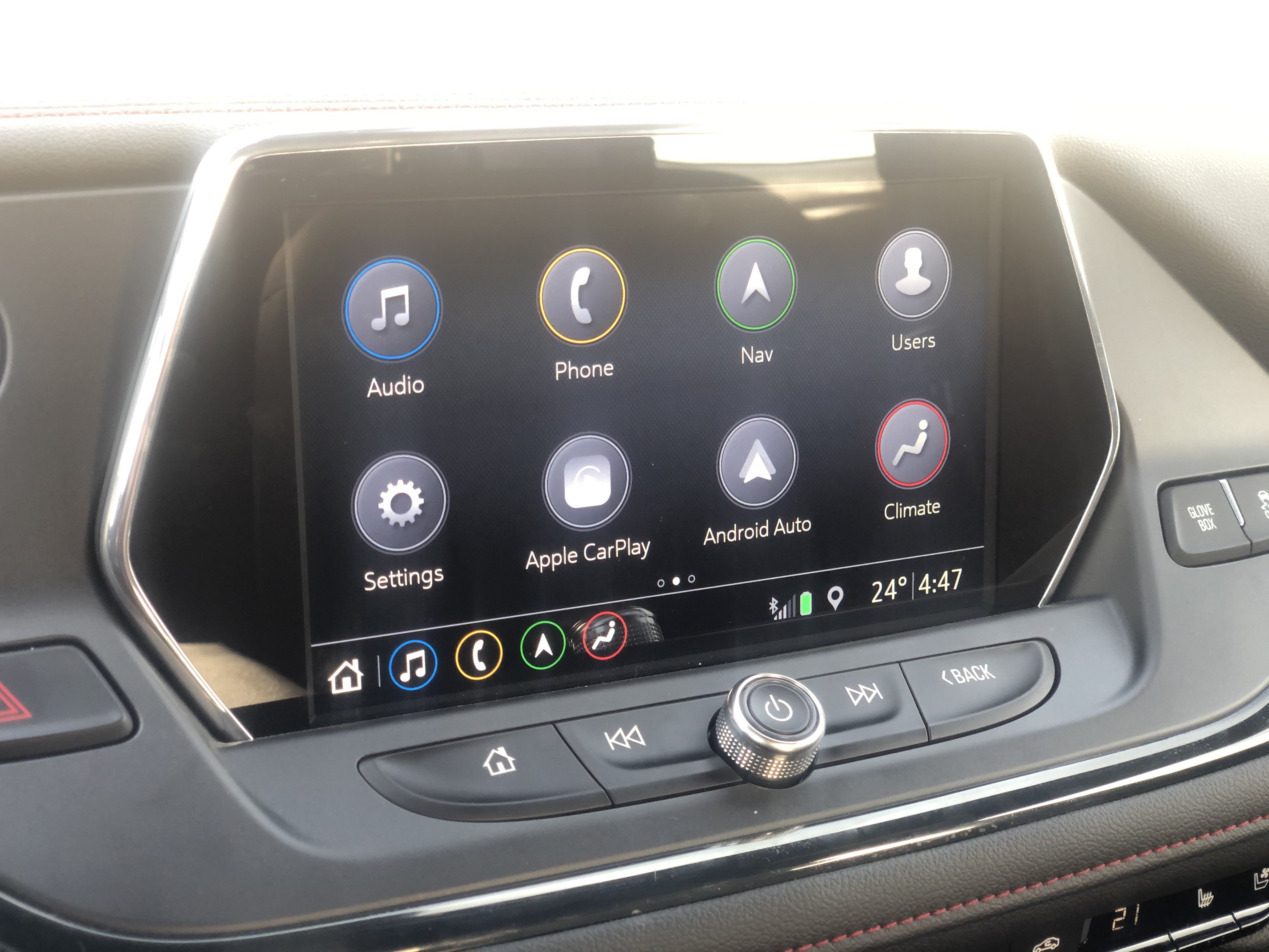 Chevrolet Blazer 2019 eight-inch color touch screen, called Infotainment 3, is filled with connectivity features