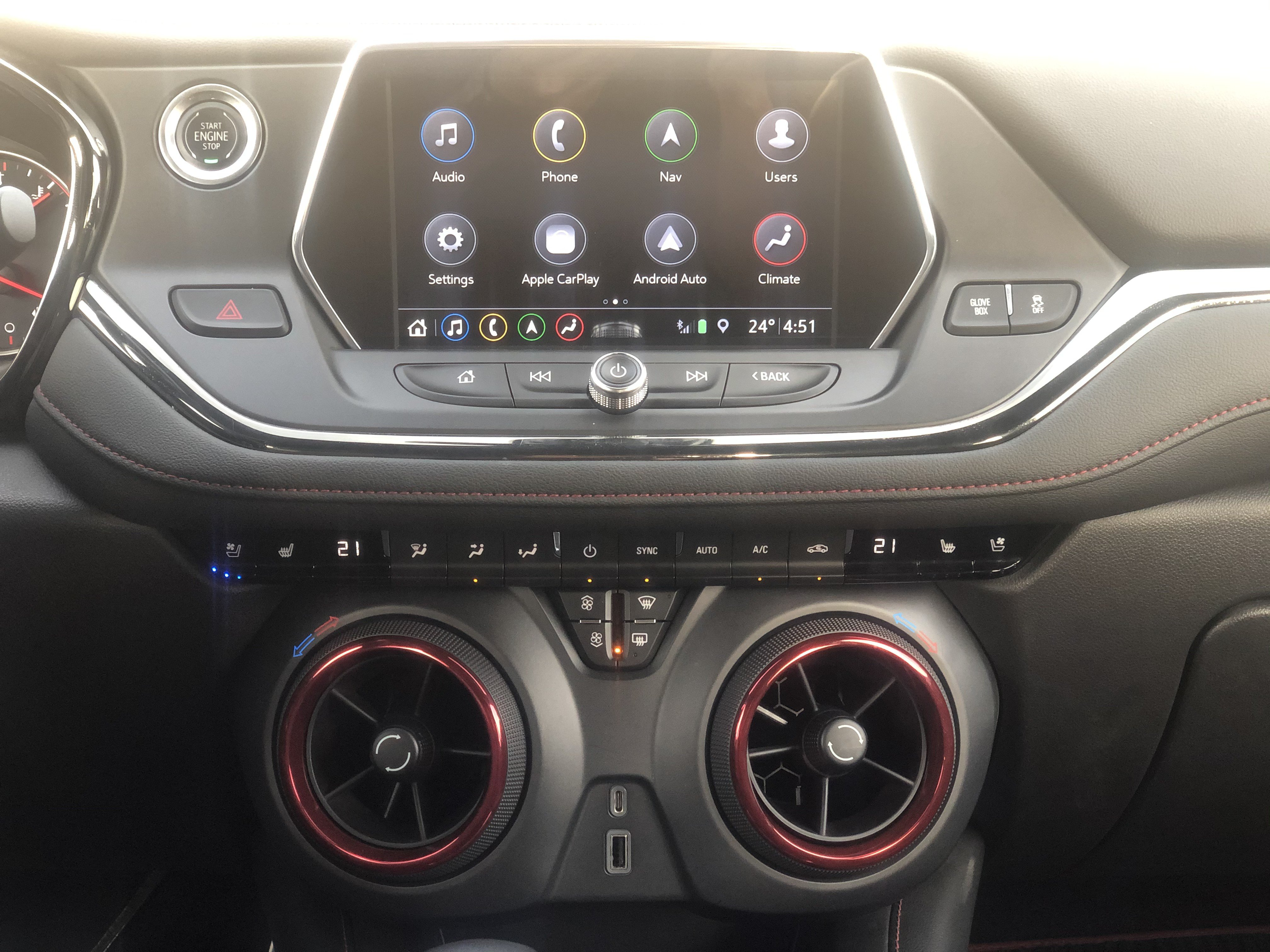 Chevrolet Blazer 2019 eight-inch color touch screen, called Infotainment 3, is filled with connectivity features. The five-inch circular air conditioning ventilation mounted on the center console