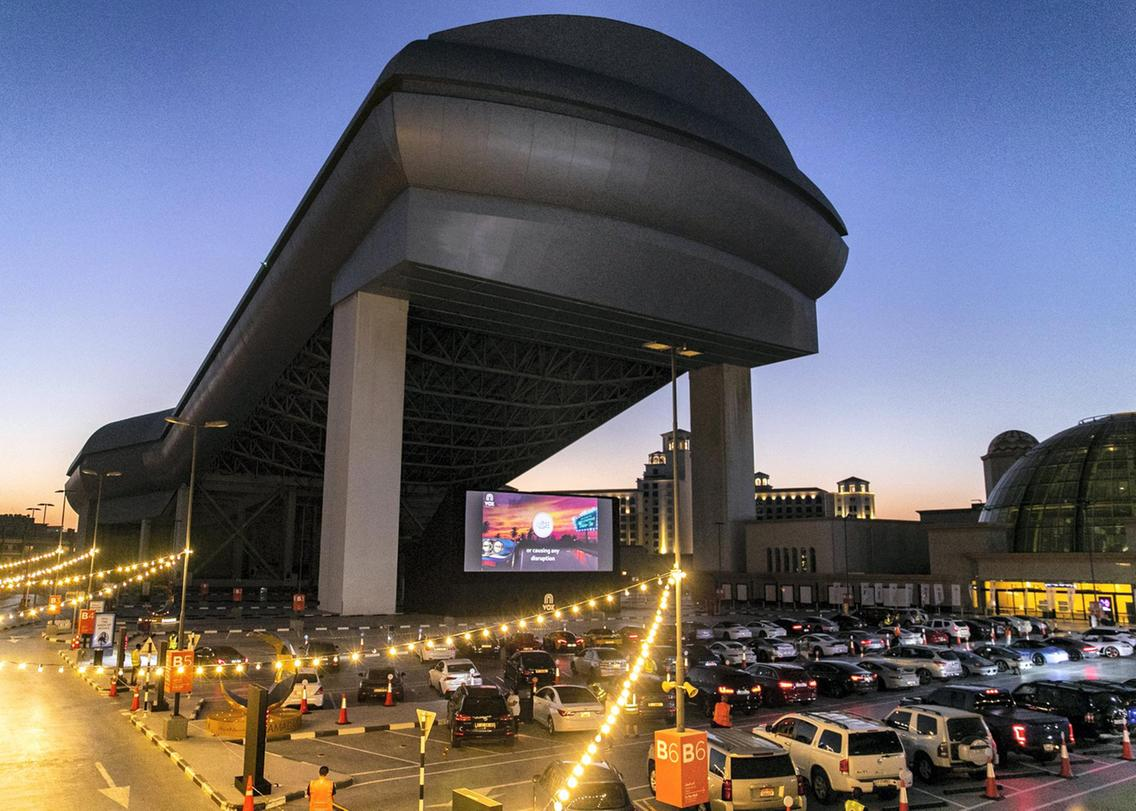VOX cinema holds a drive-in experience on the roof of Mall of Emirates for all the movie-lovers projecting the video on a large screen with snacks included