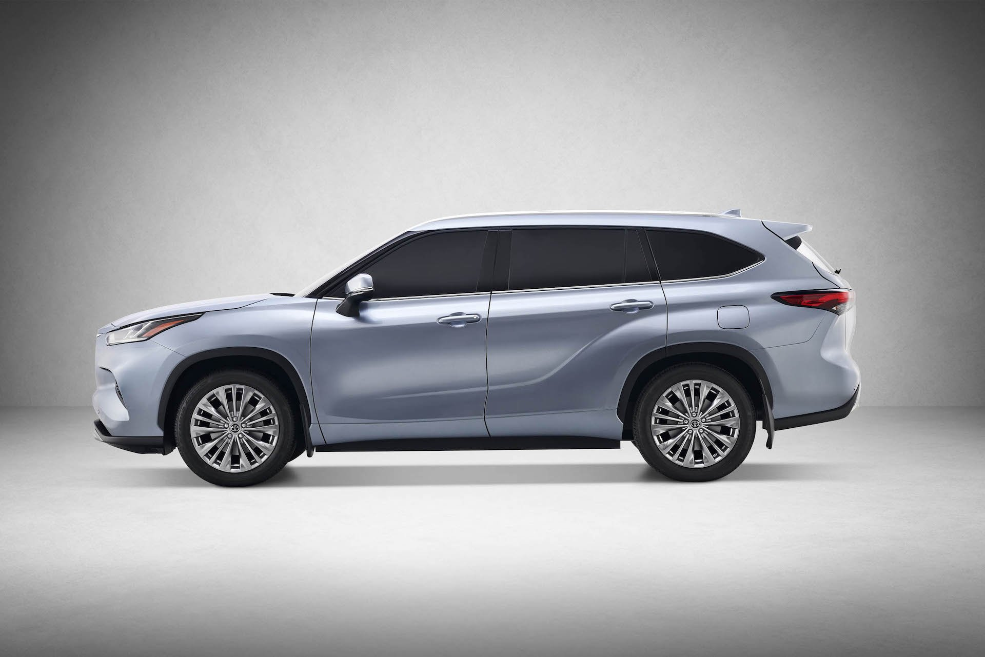 Toyota Highlander a hybrid-electric powertrain equipped with the most advanced technology with an exceptional fuel efficiency