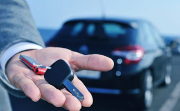 Buying vs Leasing a car in UAE